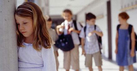 ansiedade em crianças isolamento social na escola distúrbio da ansiedade